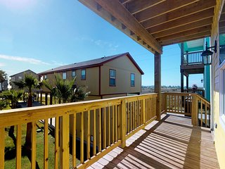 Dog-friendly getaway w/ a full kitchen, multiple balconies, & Gulf views
