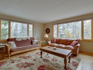 NEW LISTING! Mountain haven w/ a full kitchen, furnished patio, and forest views