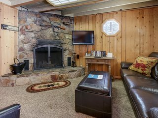 Cozy bearadise w/ large yard & patio - close to skiing, hiking, & lake - dogs OK