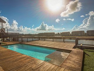 Modern waterfront home w/ stunning private pool & deck - dog friendly!