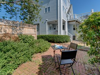 West End hideaway w/ deck & grill - one block from town & the beach!