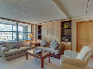 Upgraded condo with shared hot tub near slopes - near shops and restaurants