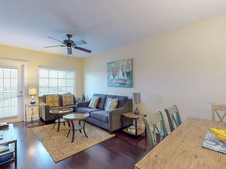 Family-friendly condo w/ shared pool - walk to water park and dining