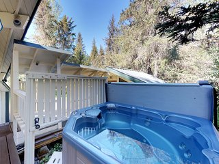 Dog-friendly cabins w/outdoor space & hot tub - near shopping, dining & skiing
