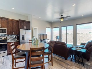 Comfortable Moab condo w/patio & views-close to Arches & downtown