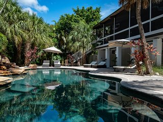Incredible, dog-friendly house with private heated pool, close to the beach!