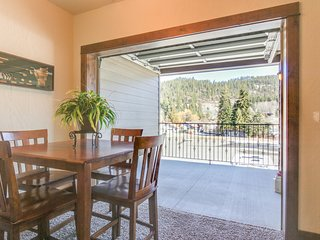 Bright, open condos w/ mtn views, near outdoor activities - right on the lake!