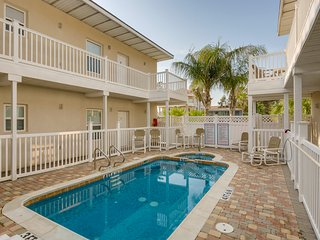 Bright condo near beach with a shared pool, hot tub, and a prime location!