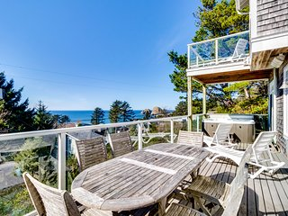 Gorgeous dog-friendly home with ocean views, beach access & private hot tub
