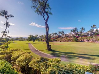 Golf-course front condo w/ocean view, lanai & shared pool/hot tub!