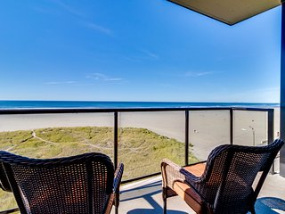 Oceanfront Sand & Sea condo w/ 5th floor views, pool & sauna access!