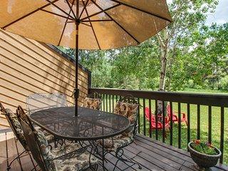 Mountain retreat w/private deck, yard & close to Frisco Marina!