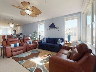NEW LISTING! Bayfront condo with access to shared pools, hot tubs, and gym!