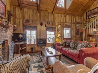 NEW LISTING! Dog-friendly cabin w/fireplace, gas grill and mountain views!