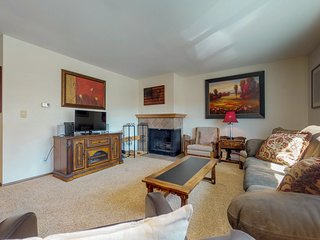 NEW LISTING! Convenient, comfortable condo w/mountain views - walk to reservoir