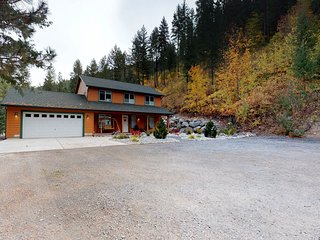 Mountain view home w/gameroom cottage, hot tub, & pool table