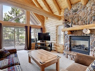 Log lodge w/porch - near golf, hot springs, lakes & skiing