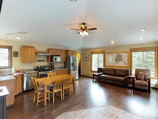 Unique rental w/ large deck & full kitchen - close to the slopes!
