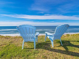 Charming oceanfront house - easy beach access & room for eight!