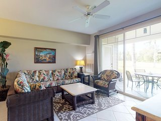 NEW LISTING! Amazing golf-course front condo w/lanai, AC & shared pool/hot tub