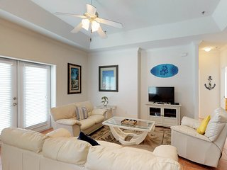 Dog-friendly condo w/ shared pool - one block to beach access!