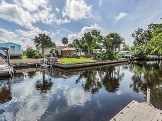 Dog-friendly lower level duplex w/shared patio & views -free kayaks