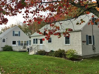NEW LISTING! Charming cottage w/outdoor space, full kitchen - minutes from beach