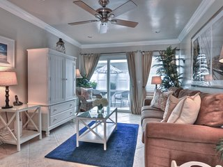 Pier Bowl condo with patio, only 1 block to the beach!