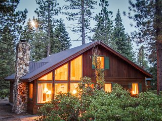 Classic, Lake Tahoe cabin on double lot w/ WiFi & fireplace!