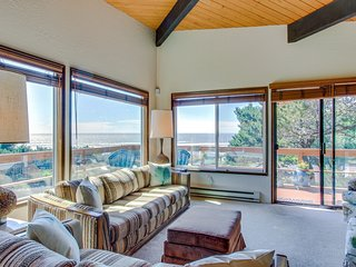 Sunny home w/ beautiful ocean views and private hot tub!