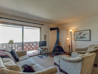 Conveniently located townhome w/ tennis & sauna - near Lake Dillon & the slopes!