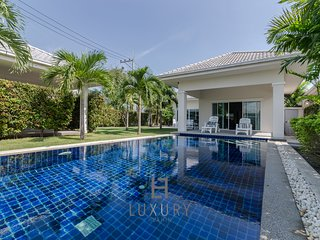 Private 3 bedroom pool villa!