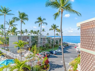 NEW LISTING! Oceanfront condo w/lanai, great sunset views & shared pool/grill