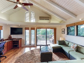 Spacious home w/ charming views from lanai-walk to the beach