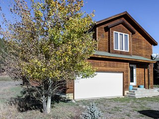 Mountain view townhome w/wood stove - near skiing & hot springs