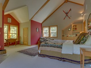 Lovely studio with shared pool, hot tub, & sauna, close to golf!