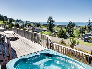 Coastal lodge w/ private hot tub, expansive deck & incredible ocean views!