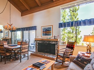 Fine lodge, access to pools, hot tub, & tennis, near skiing!