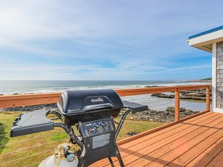 Fantastic dog-friendly beachfront duplex with hot tub & views!