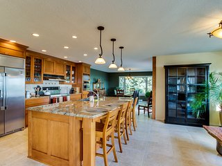 Huge Beachfront Home, Jaw-Dropping Views, Hot Tub, Rare Privacy, Dogs OK!