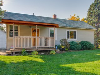 Charming & historic dog-friendly retreat near the Boise River Greenbelt!