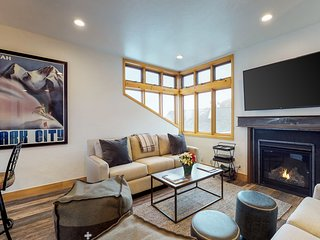 Renovated home in Old Town w/mountain views, fireplace - shuttle access