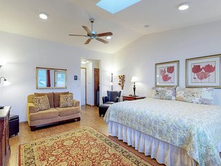 Romantic oceanfront suite - dog-friendly with great views!