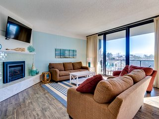 Family-friendly condo w/ ocean views - steps to the beach, dogs welcome!
