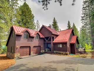 Bright & airy family-friendly home with a fireplace, large deck & yard!