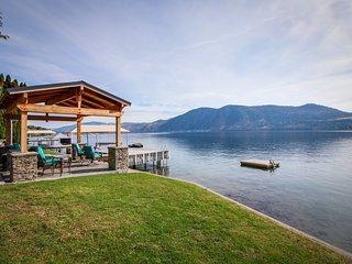 Stylish lakefront home w/private hot tub, gazebo & boat dock
