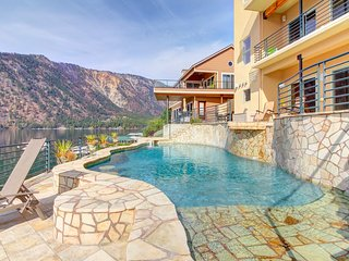 Spectacular lakeside home with private pool and hot tub - dogs welcome!