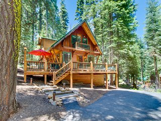 Gorgeous, dog-friendly lodge w/ loft, near beach & skiing!