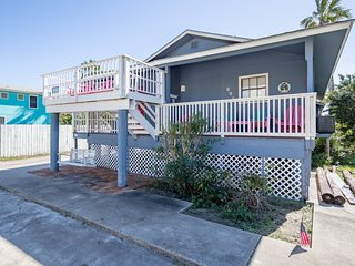 Lovely home w/ guest house and private pool, close to the beach