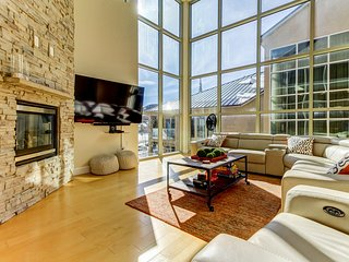 Upscale, modern, and bright condo across the street from the slopes!
